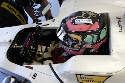 Витантонио Льюцци в шлеме своего дизайна на Гран-при Бразилии 2011