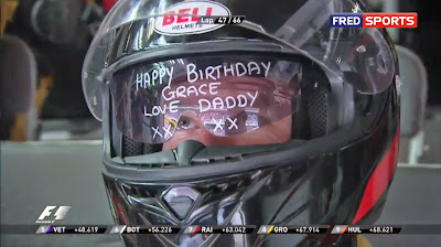 механики поздравляет дочку с днем рождения на Гран-при Испании 2014