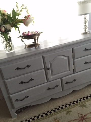 painted dresser Annie Sloan Pairs Grey