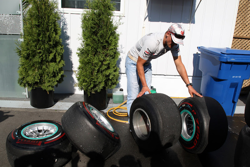 Михаэль Шумахер осваивает резину Pirelli на Гран-при Канады 2011