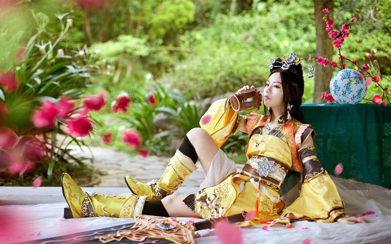 Khi nữ hiệp Tàng Kiếm Sơn Trang giải sầu bằng rượu - Ảnh 3