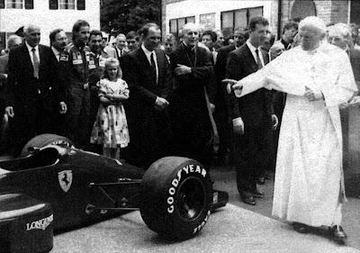Папа Римский колдует над Ferrari перед Гран-при Италии 1987