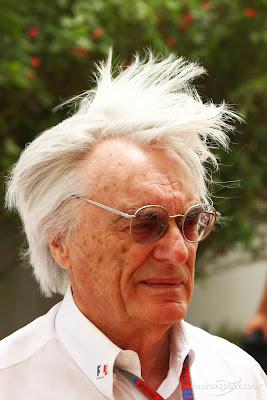 Берни Экклстоун с поднятой прической на Гран-при Бахрейна 2012