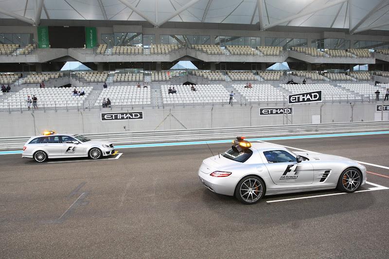 сэйфти-кар Mercedes на стартовой решетке Гран-при Абу-Даби 2011