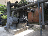 相連著的大型煉礦設備。