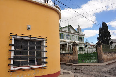 A bit of contrasting styles in the architecture of Xela.