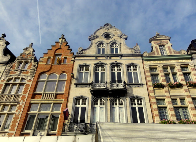 Ijzerenleen champs elysees of mechelen travel and for Dutch baroque architecture