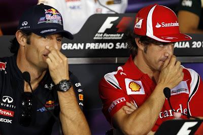 Марк Уэббер и Фернандо Алонсо чешут носы на пресс-конференции Гран-при Италии 2011