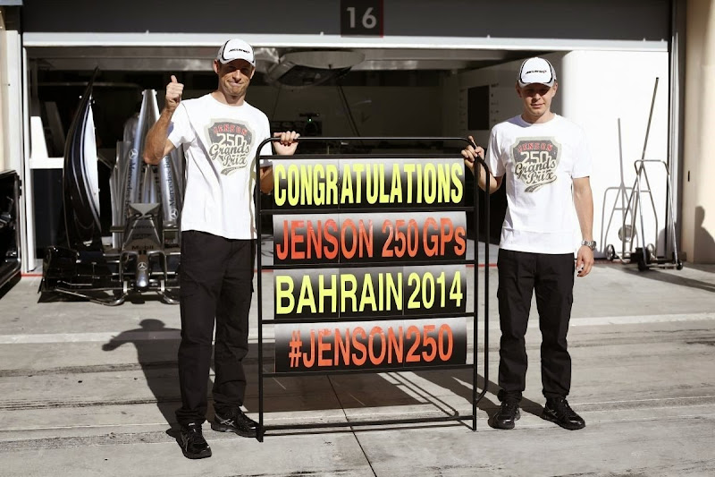 Дженсон Баттон отмечает свой 250-й ГП с Кевином Магнуссеном на Гран-при Бахрейна 2014