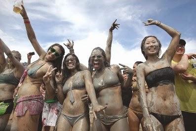 Foto Festival Mandi Lumpur di Boryeong, Korea Selatan