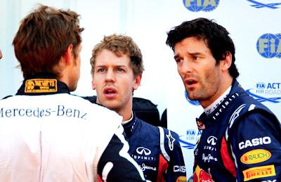 Себастьян Феттель и Марк Уэббер смотрят на Дженсона Баттона после квалификации на Гран-при Монако 2011