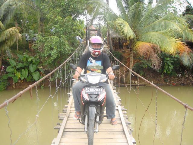 Jembatan Desa Sawarna