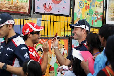 битва на ручках между Фелипе Массой и Рубенсом Баррикелло на Гран-при Индии 2011