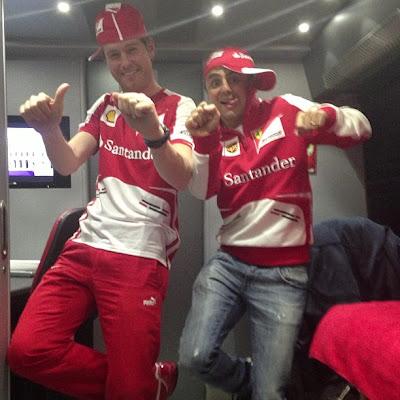 Фелипе Масса и Роб Смедли веселятся на предсезонных тестах в Барселоне - февраль 2013