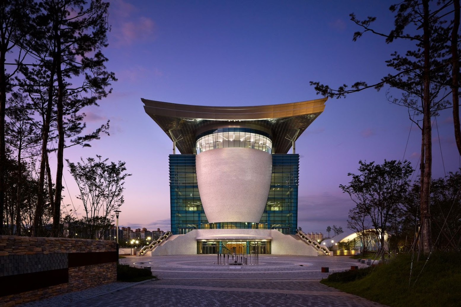 Nord Gyeongsang, Corea del Sud: [GYEONGJU ARTS CENTER BY SAMOO ARCHITECTS & ENGINEERS]