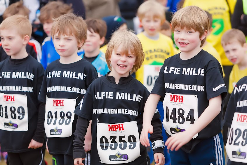 Primary kids running for Alfie Milne