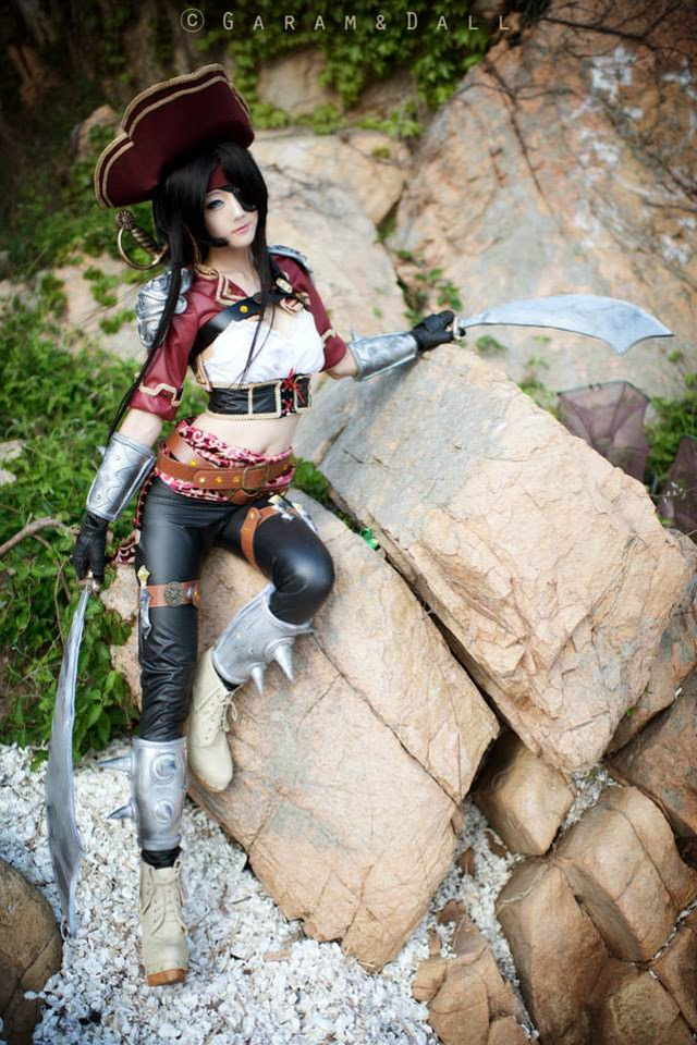 "Miyuko khoe trọn bộ cosplay Katarina ""cướp biển"" - Ảnh 38"