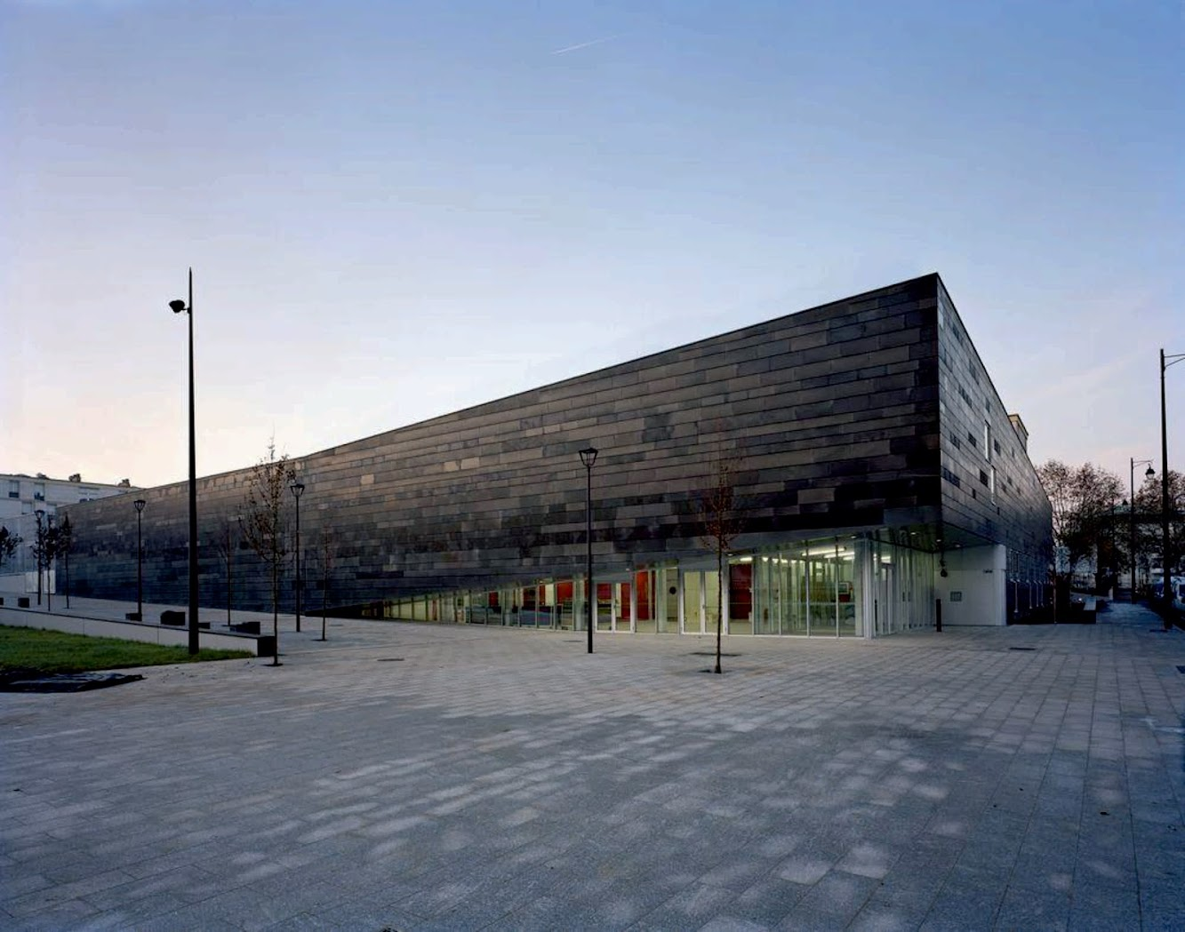 13 Rue d'Alsace Lorraine, 92160 Antony, Francia: Multisports Complex by Archi5