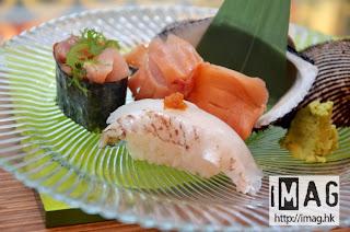 原隻珍寶鮮赤貝壽司2點(圖上) 售價:$22 以及 赤柚子芥末真鯛壽司(圖下) 售價:$12