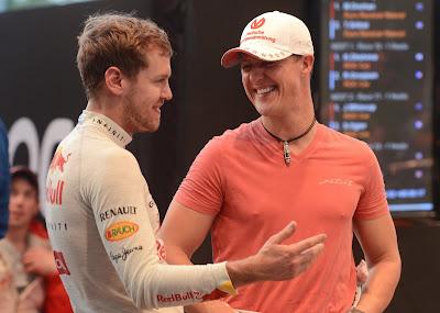 Себастьян Феттель и Михаэль Шумахер в отличном настроении на Гонке чемпионов 2012