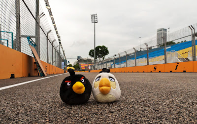 герои Angry Birds на городской трассе Марина Бей на Гран-при Сингапура 2011