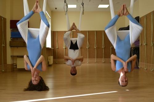 Sky yoga (йога в гамаках в воздухе)
