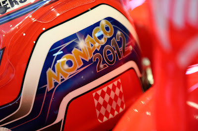 шлем Шарля Пика с именами победителей гонки в Монте-Карло на Гран-при Монако 2012 - вид сзади