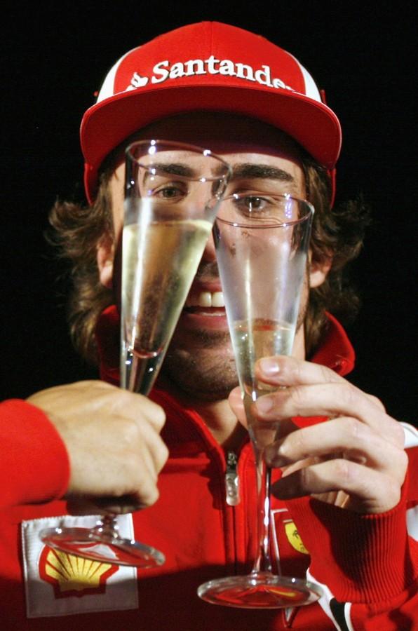 Фернандо Алонсо и его глаза через бокалы на Гран-при Индии 2011