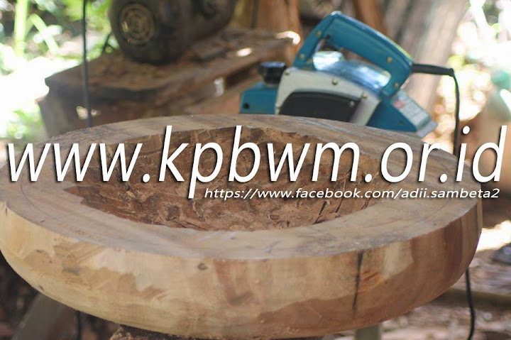 proses pembuatan rebana di polewali mandar oleh puaq hasir