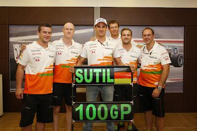 механики Force India поздравляют Адриана Сутиля в честь его 100-ой гонки на Гран-при Венгрии 2013