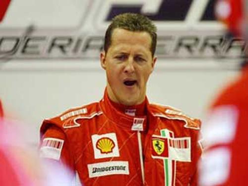 зевающий Михаэль Шумахер в боксах Ferrari