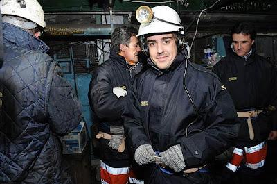 Фернандо Алонсо на экскурсии в шахте в Мьерес на севере Испании - декабрь 2007