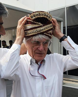 Берни Экклстоун в тюрбане Вики Чандхок Буддх Гран-при Индии 2012