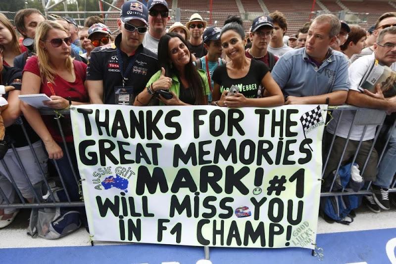 баннер с благодарностями от болельщиков Марка Уэббера на Гран-при Бельгии 2013