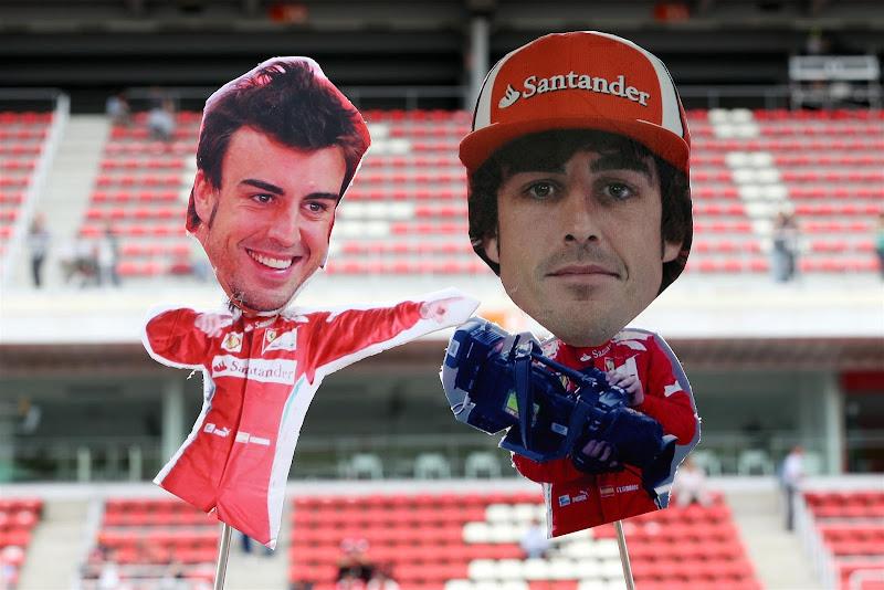 картонные фигурки Фернандо Алонсо от болельщиков Каталуньи на Гран-при Испании 2013