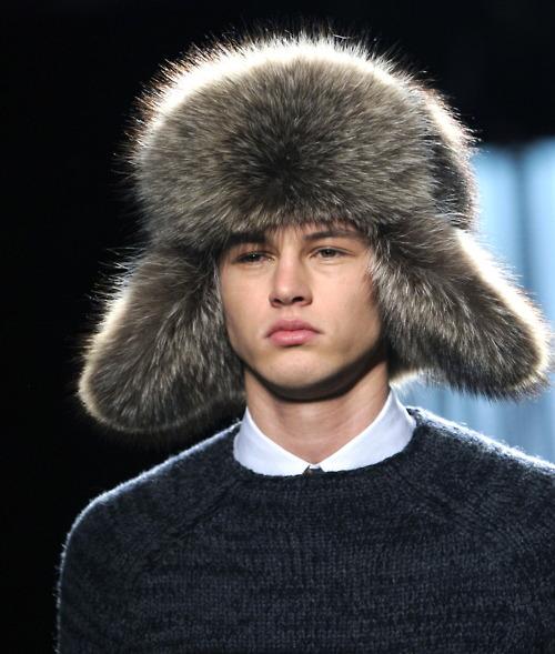 Какие мужские шапки носят с пуховиком. KAKIE-MUDjSKIE-ShAPKI-NOSYaT-S-PUHOVIKOM