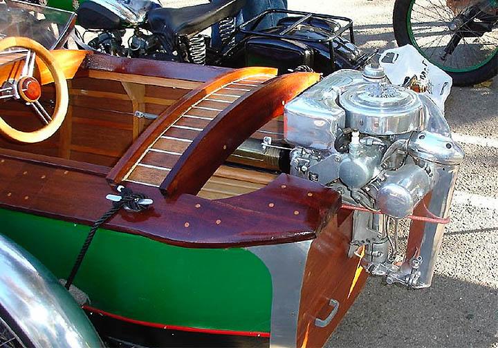 лодка с мотоциклетным мотором