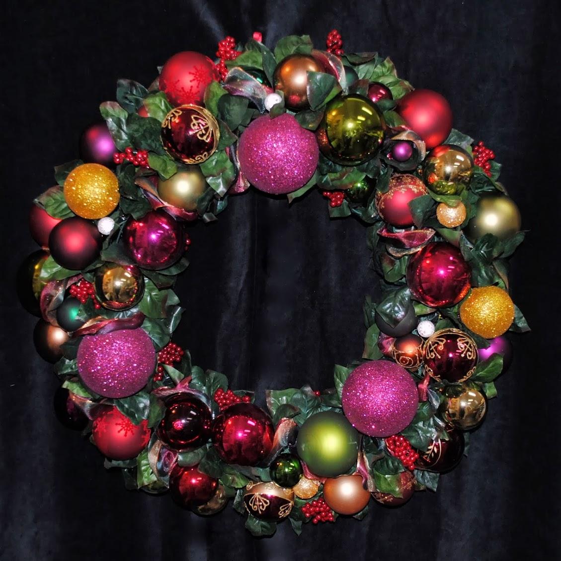 Cranberry Joy Christmas Ornament Wreath OWR8037