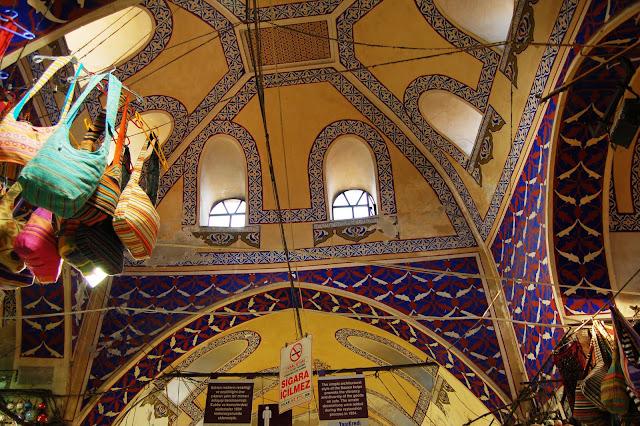 Турция: Отделка базарного помещения в Стамбуле.
