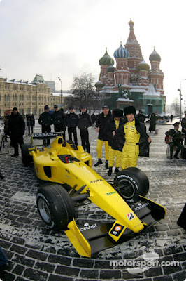 пилоты представляют Jordan 2005 на Красной площади в Москве 2005
