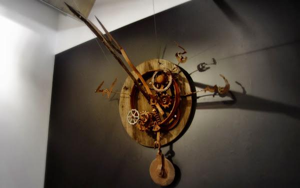 Clock thingy.