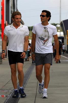 Дани Клос и Педро де ла Роса в забавной футболке на Гран-при Венгрии 2012