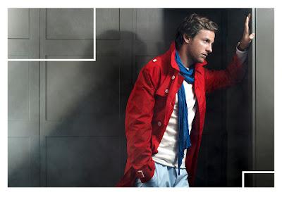 фотосессия Дженсона Баттона в красном пальто