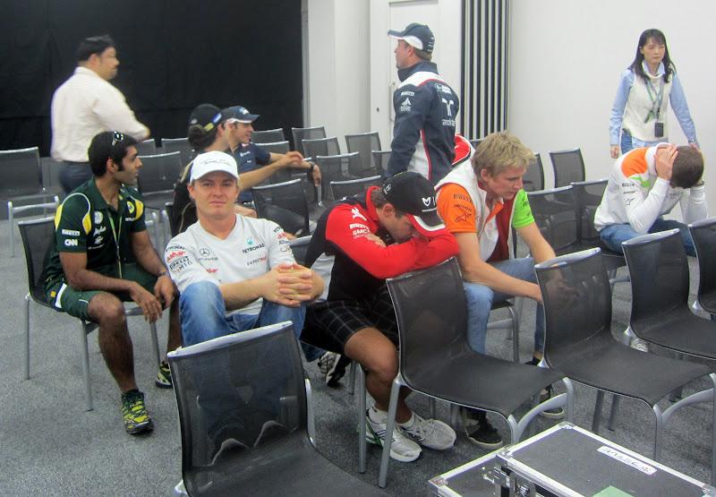 гонщики скучают на встрече GPDA на Гран-при Японии 2011