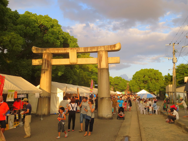 The street leading to Hakozaki shrine, during the Nagoshi-sai (summer passage rite)