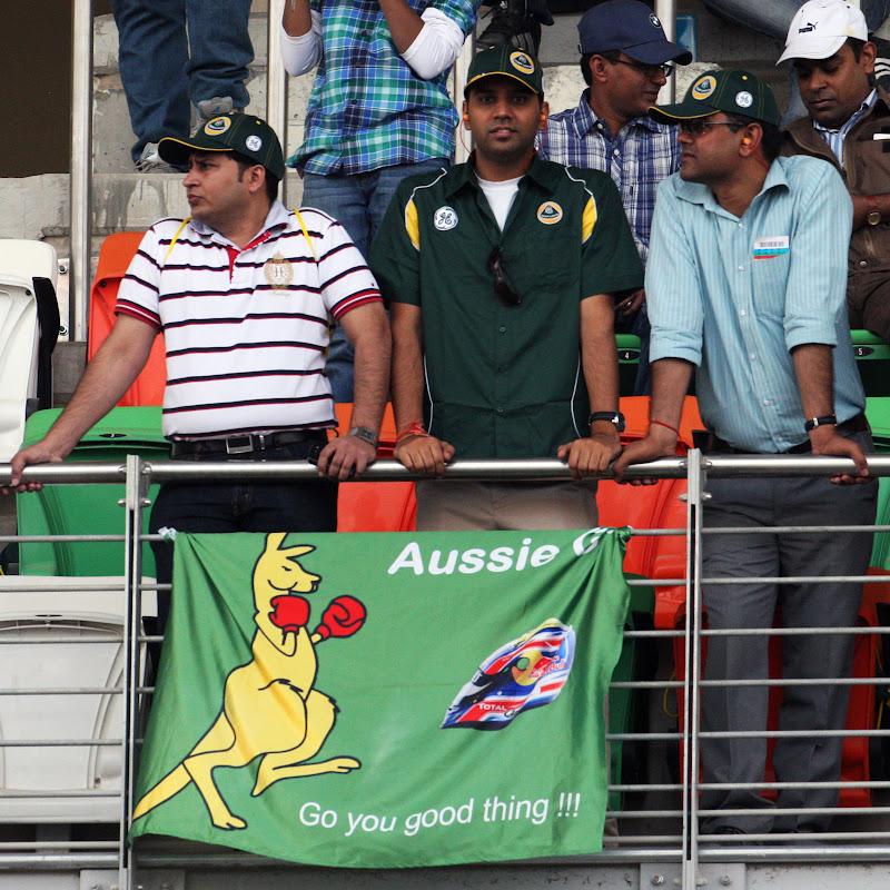 болельщики Марка Уэббера на трибунах Гран-при Индии 2011
