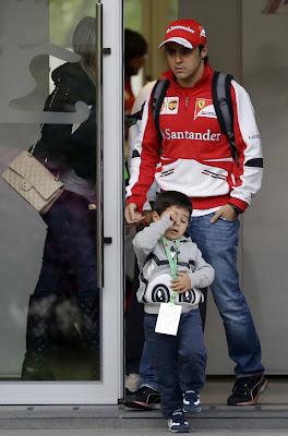 сонный Фелипиньо и Фелипе Масса на Гран-при Китая 2013