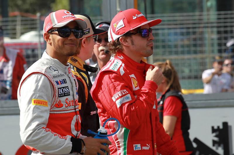 Льюис Хэмилтон и Фернандо Алонсо на фотоссессии Гран-при Австралии 2012