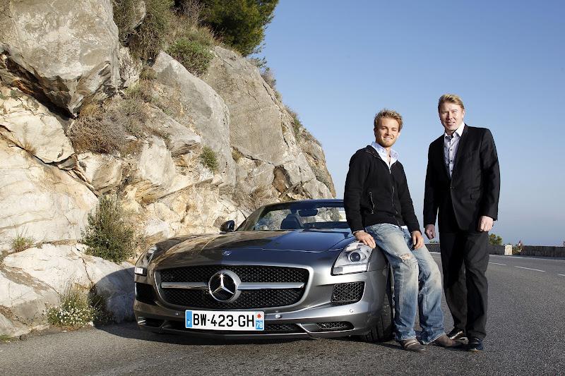 Нико Росберг и Мика Хаккинен на фоне Mercedes AMG в Монако 2012