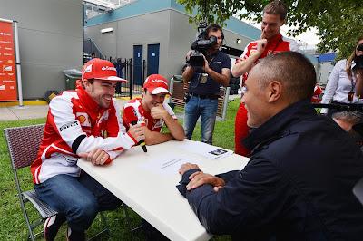 Фернандо Алонсо и Фелипе Масса дают интервью на Гран-при Австралии 2013